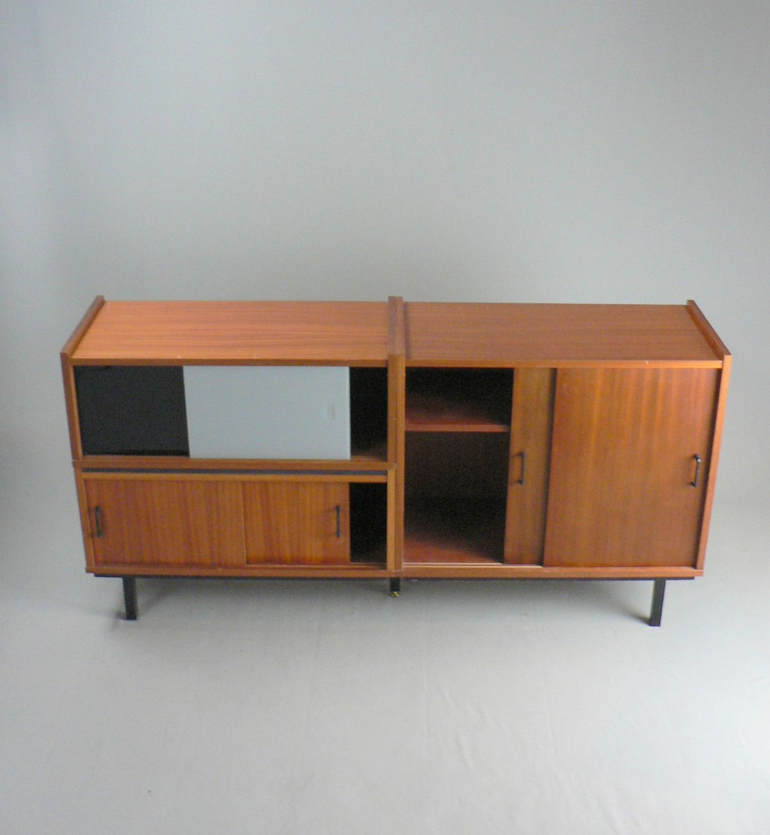 sideboard aus mahagoni furnier glas 1960er bei pamono. Black Bedroom Furniture Sets. Home Design Ideas