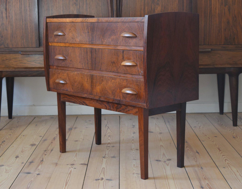 kleine d nische palisander kommode 1960er bei pamono kaufen. Black Bedroom Furniture Sets. Home Design Ideas