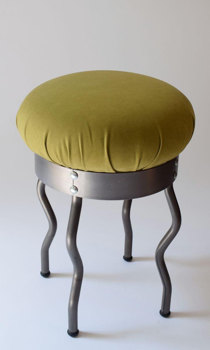 kleiner metall hocker 1980er bei pamono kaufen. Black Bedroom Furniture Sets. Home Design Ideas