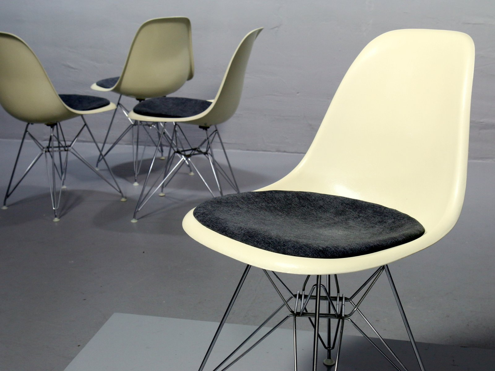 vintage side chair by charles ray eames for vitra for sale at pamono. Black Bedroom Furniture Sets. Home Design Ideas