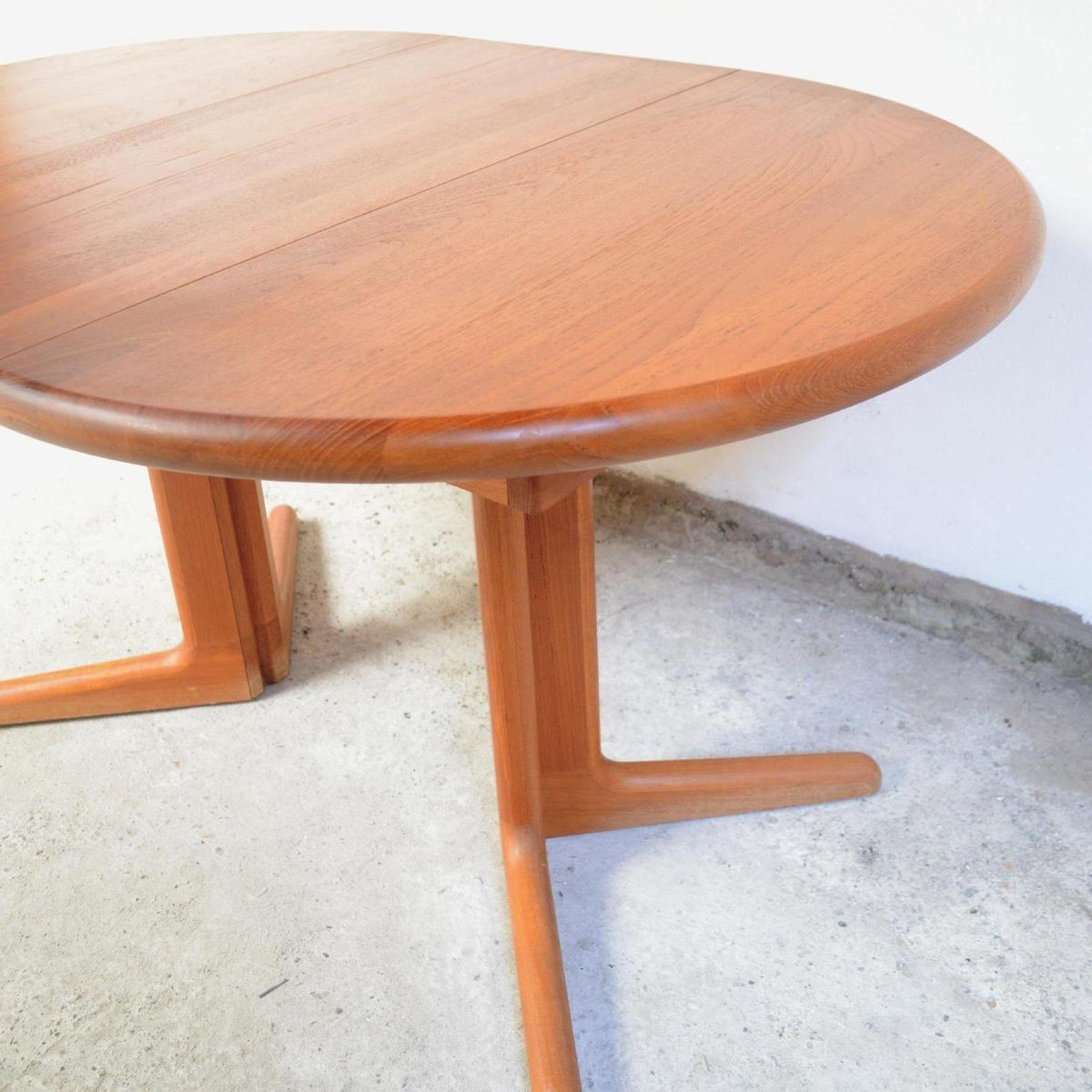 Table de salle manger mid century avec rallonges de for Table de salle a manger design avec rallonge