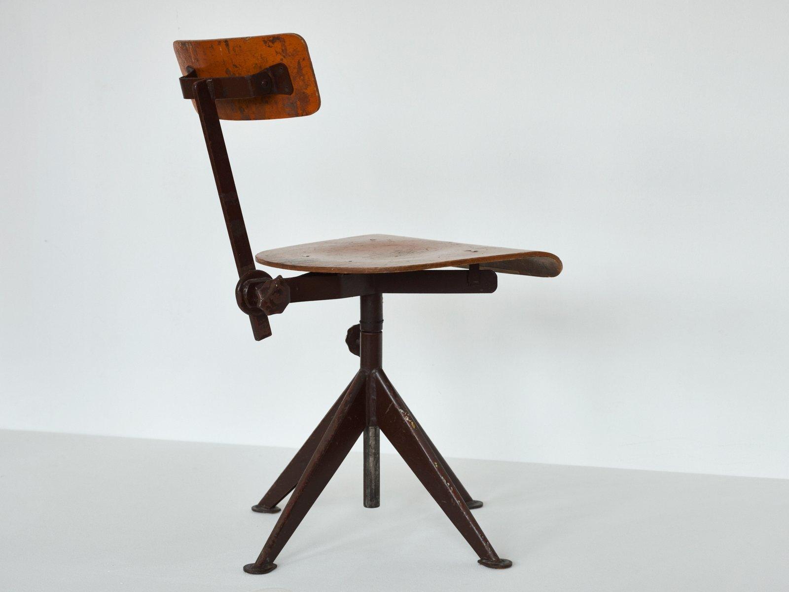 chaise de travail vintage pivotante par jean prouve en. Black Bedroom Furniture Sets. Home Design Ideas