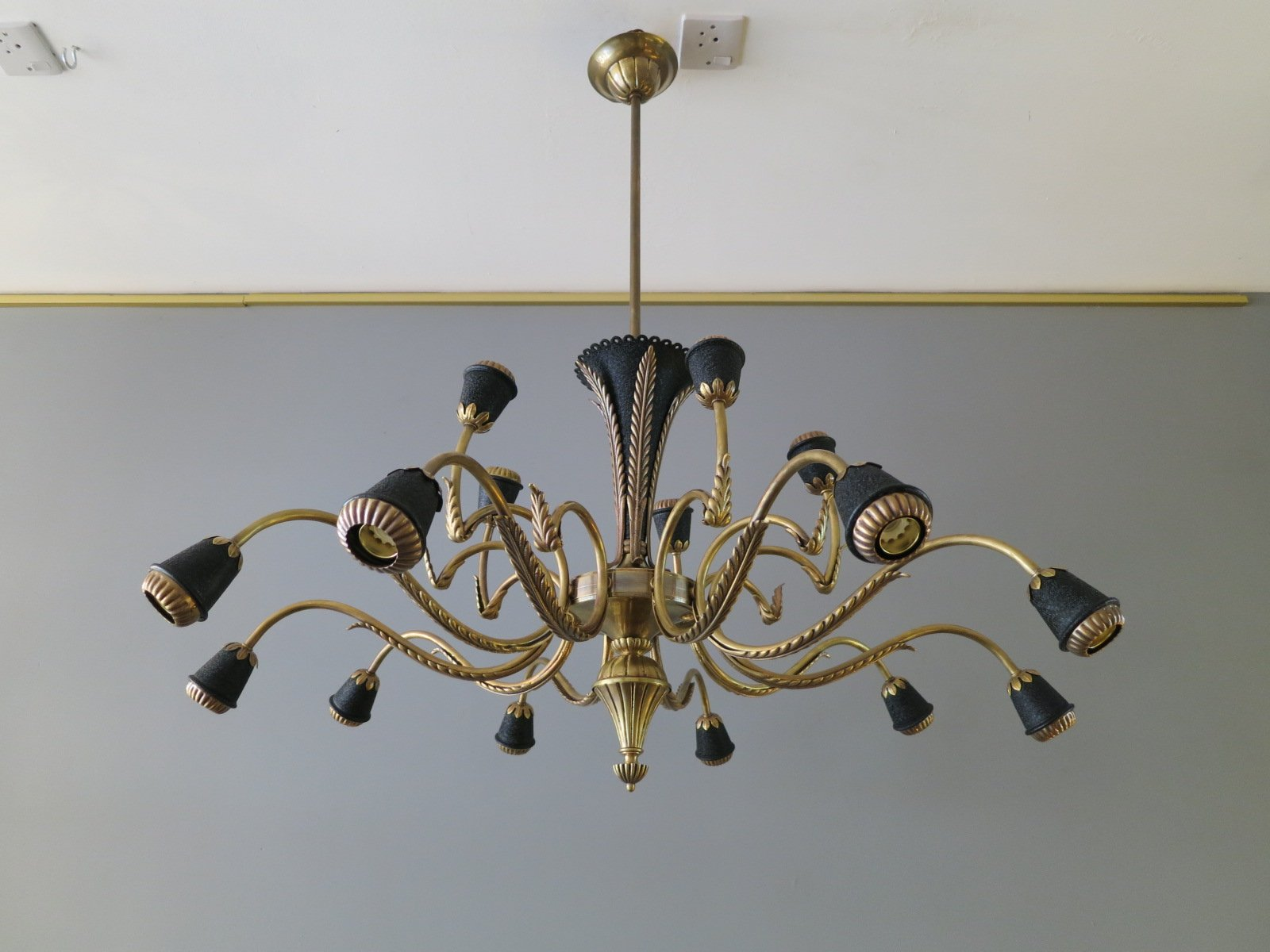 Mid century italian brass chandelier en venta en pamono previous aloadofball Images