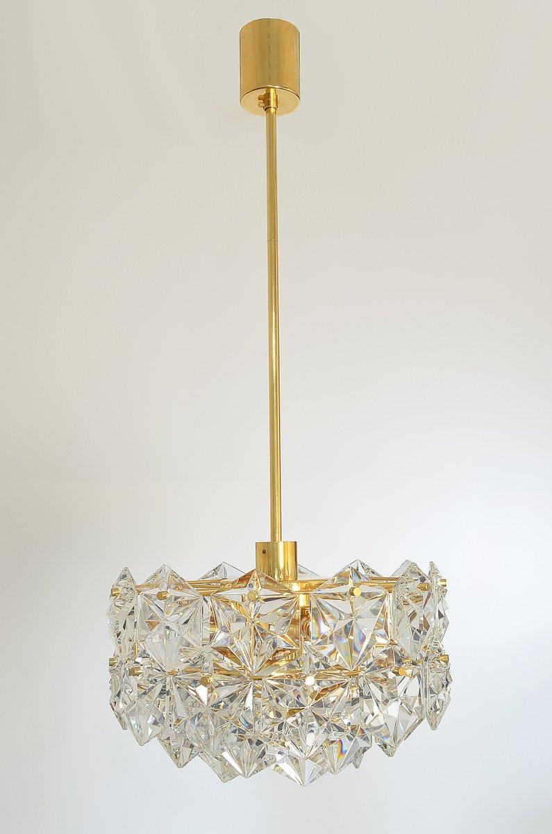 facettierter dreistufiger kronleuchter aus kristallglas. Black Bedroom Furniture Sets. Home Design Ideas
