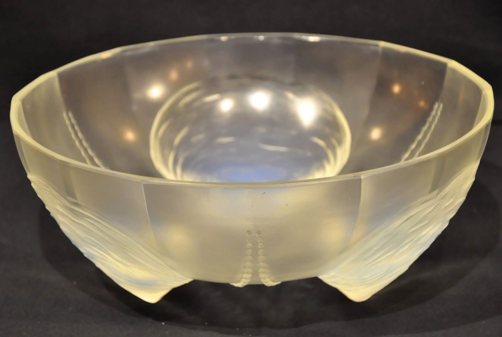 art deco coquilles et perles bowl in opal glass 1930s for sale at pamono. Black Bedroom Furniture Sets. Home Design Ideas