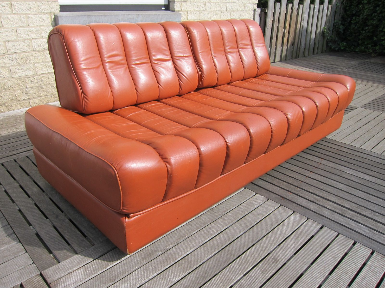 vintage ds 85 schlafsofa aus orange braunem leder von de sede bei pamono kaufen. Black Bedroom Furniture Sets. Home Design Ideas