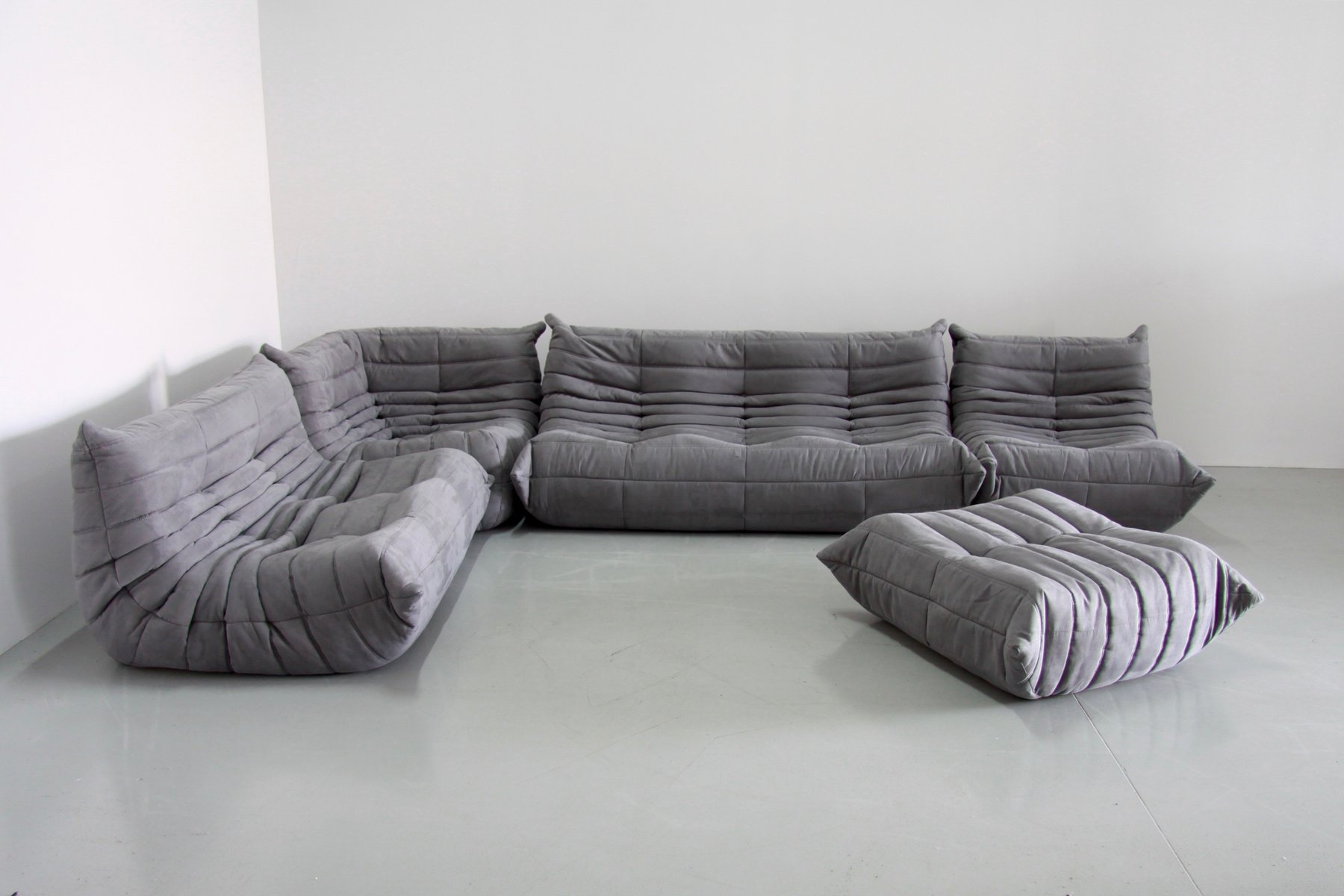 graues mikrofaser togo sofa set von michel ducaroy f r. Black Bedroom Furniture Sets. Home Design Ideas