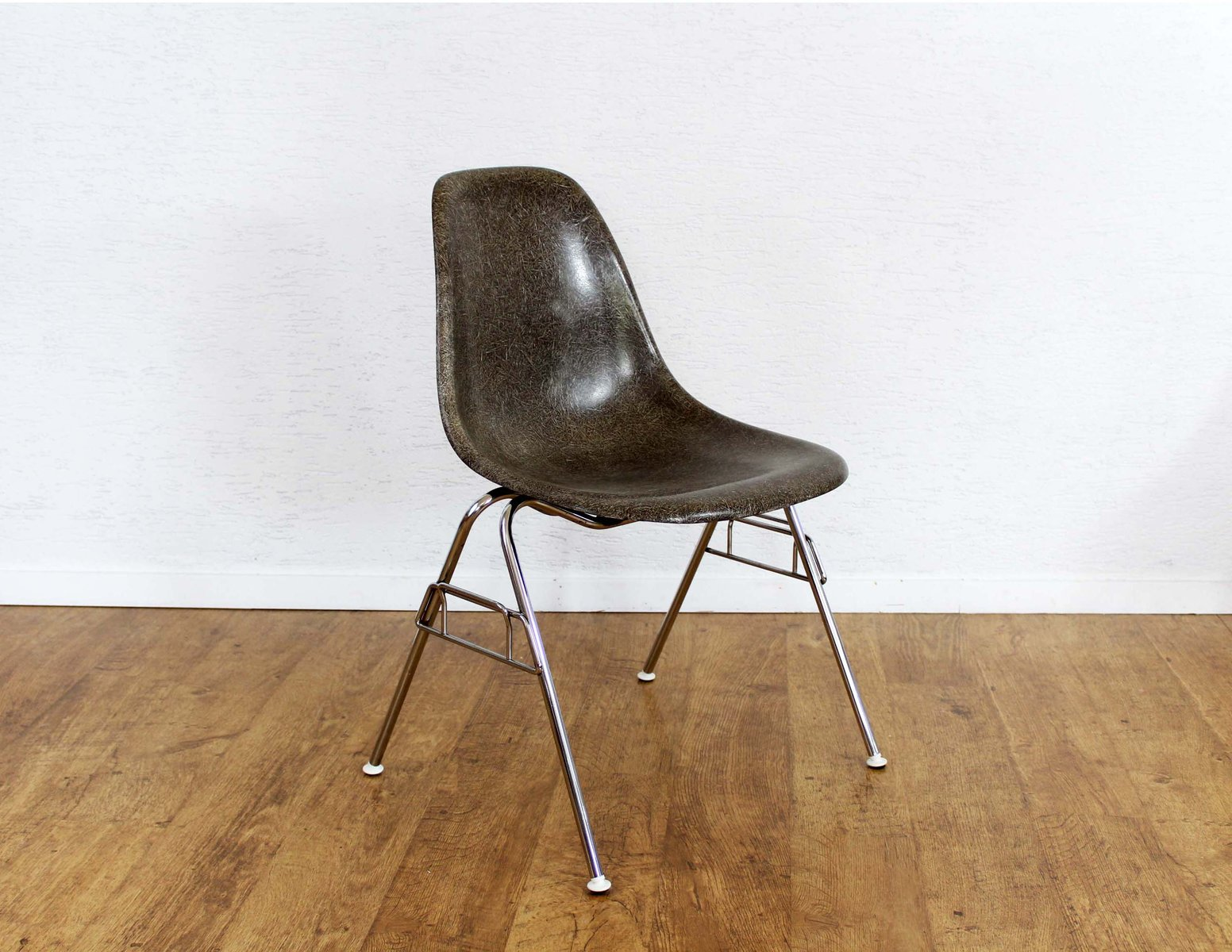 Mid century model dss chair by charles ray eames for for Icon mobel eames