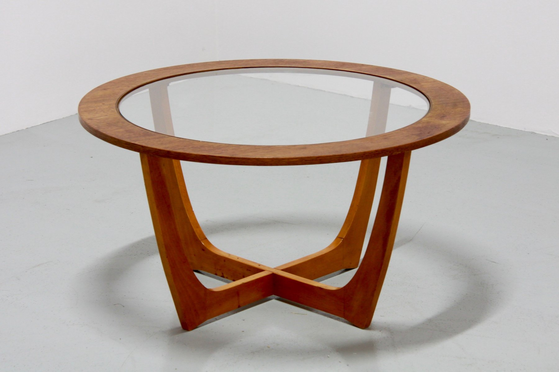 vintage round coffee table for sale at pamono. Black Bedroom Furniture Sets. Home Design Ideas