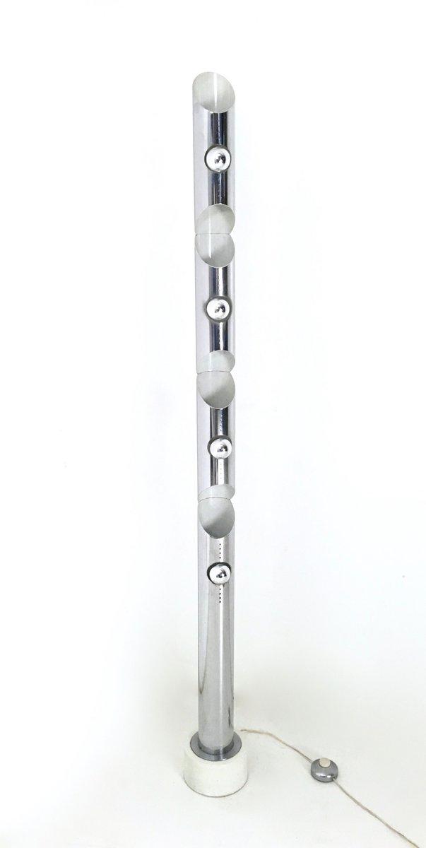 italienische stehlampe aus chrom lackiertem metall 1970er bei pamono kaufen. Black Bedroom Furniture Sets. Home Design Ideas