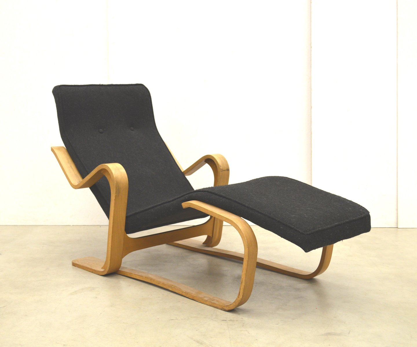 birch chaise longue by marcel breuer for isokon 1950s for sale at pamono. Black Bedroom Furniture Sets. Home Design Ideas