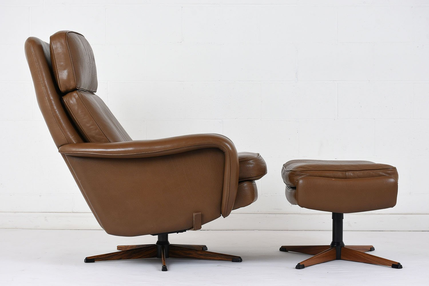 Amazing Vintage Leather Lounge Chair And Ottoman, 1960s