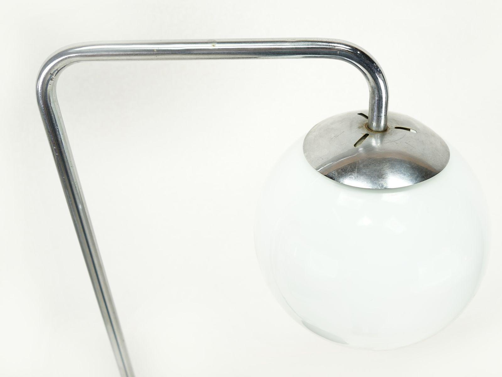 gebogene bauhaus stehlampe mit ablage 1930er bei pamono kaufen. Black Bedroom Furniture Sets. Home Design Ideas