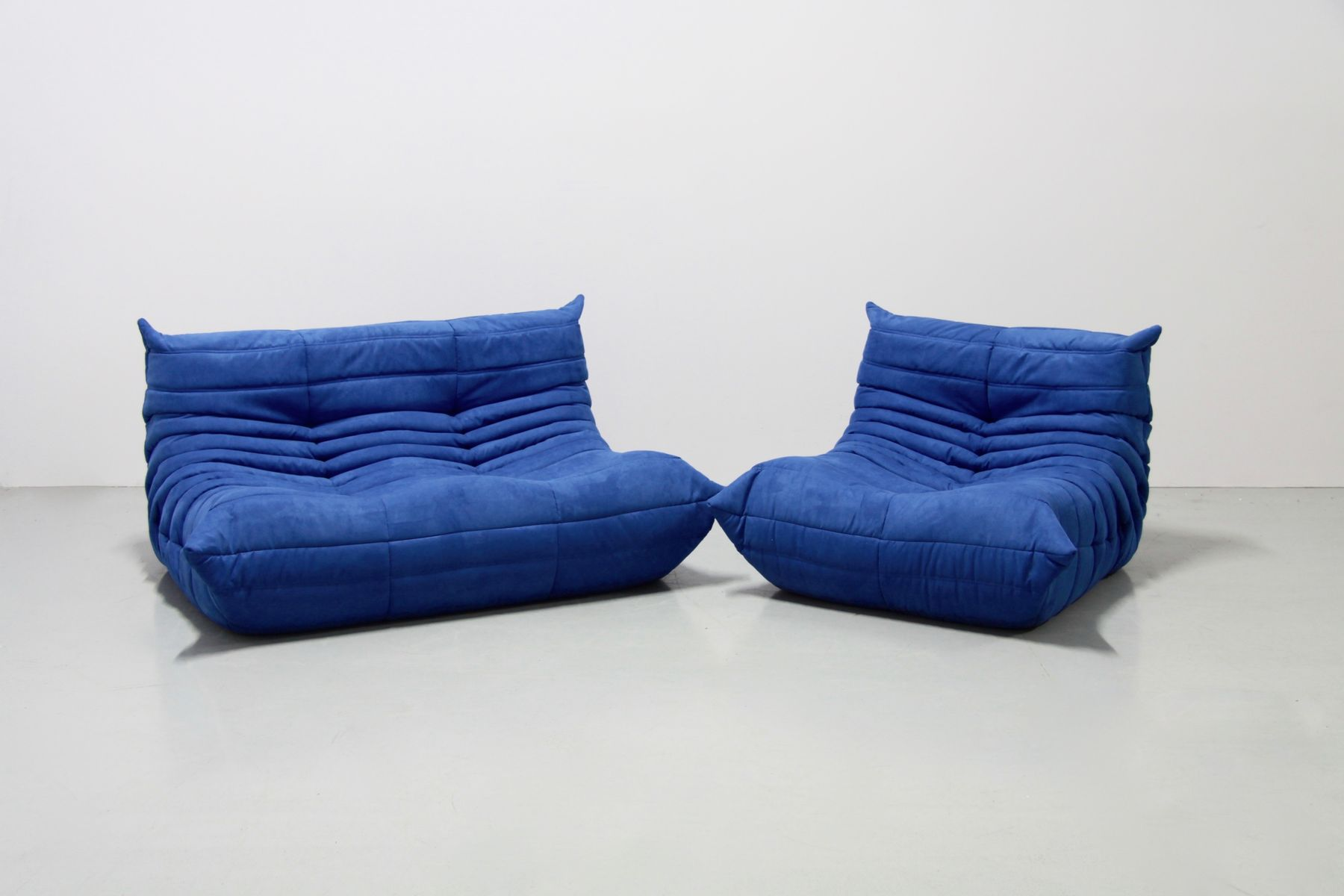 vintage togo sofa set aus blauer mikrofaser von michel ducaroy f r ligne roset 1970er bei. Black Bedroom Furniture Sets. Home Design Ideas
