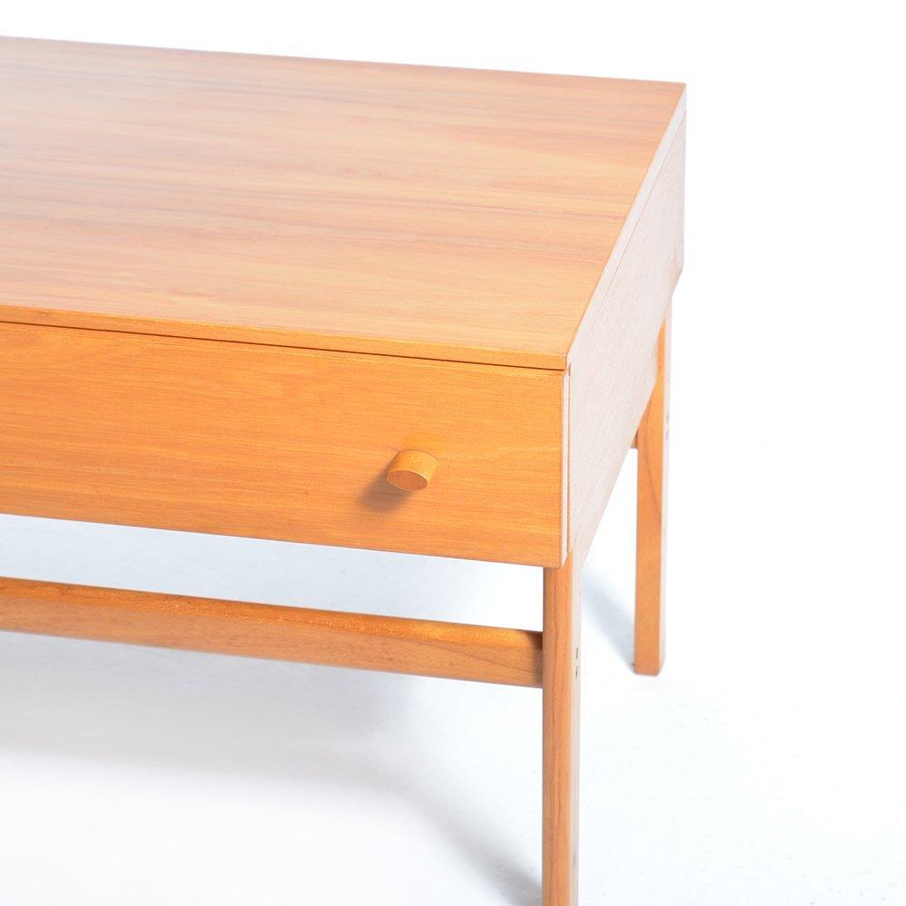 langer furnierter holz nachttisch mit schublade von jitona. Black Bedroom Furniture Sets. Home Design Ideas