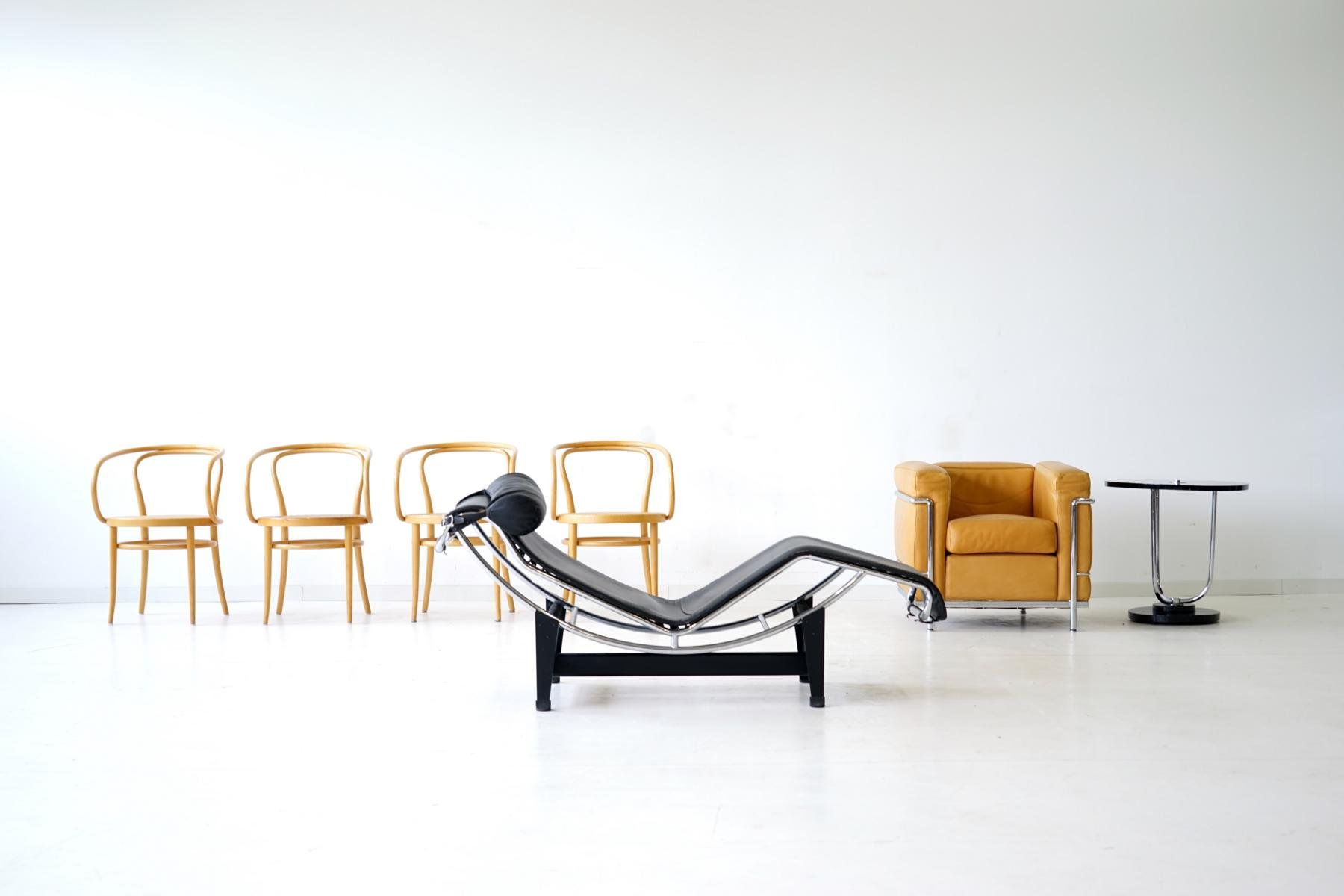 LC4 Lounge Chair by Le Corbusier for Cassina, 1960s for sale at Pamono