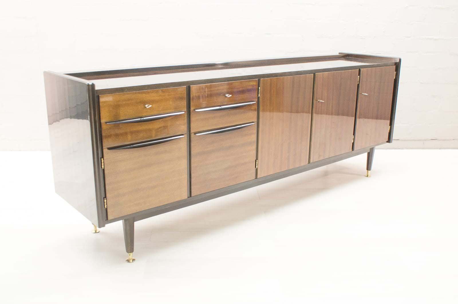 gro es mid century sideboard mit beleuchteter bar bei. Black Bedroom Furniture Sets. Home Design Ideas