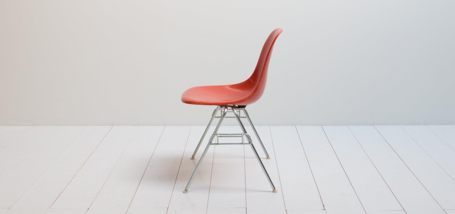 roter vintage dss stuhl von charles ray eames f r herman miller bei pamono kaufen. Black Bedroom Furniture Sets. Home Design Ideas