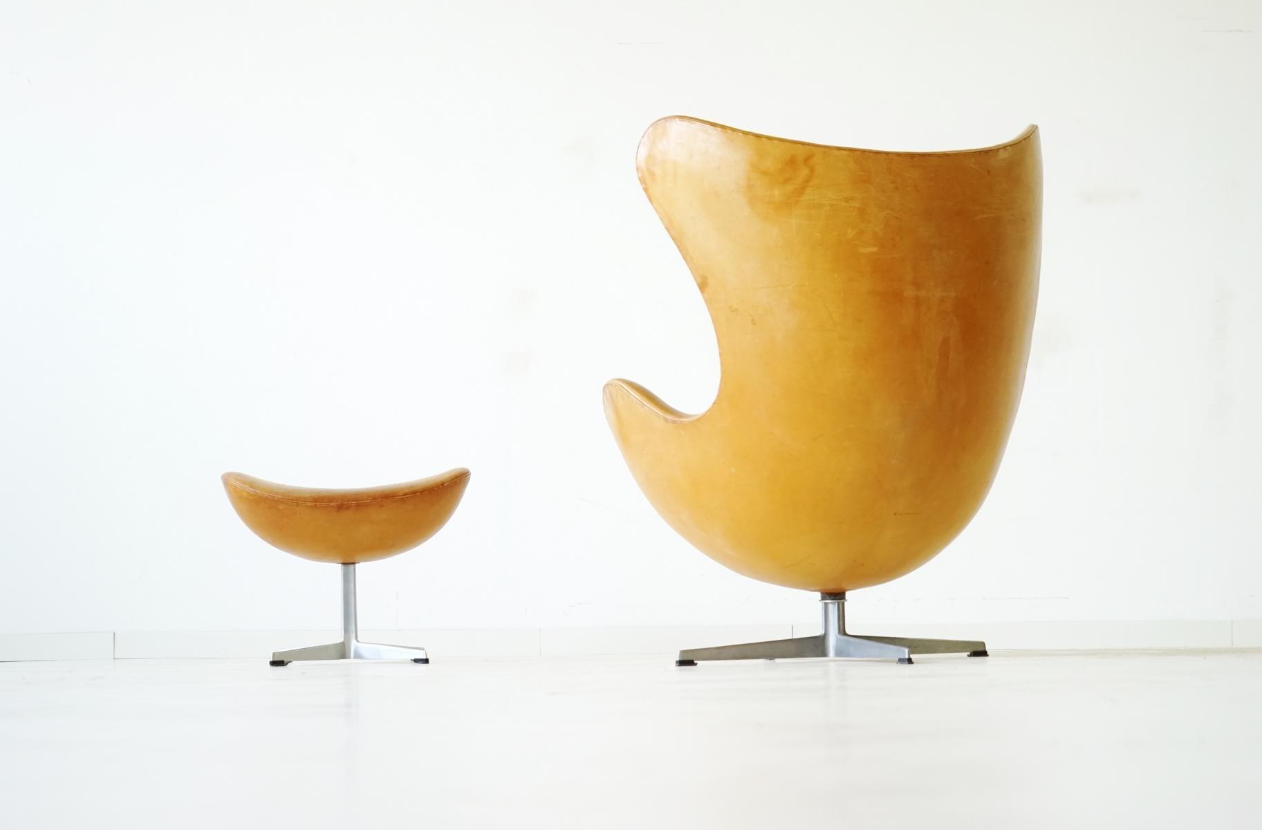 Sillón Egg con otomana de cuero de Arne Jacobsen para Fritz Hansen ...