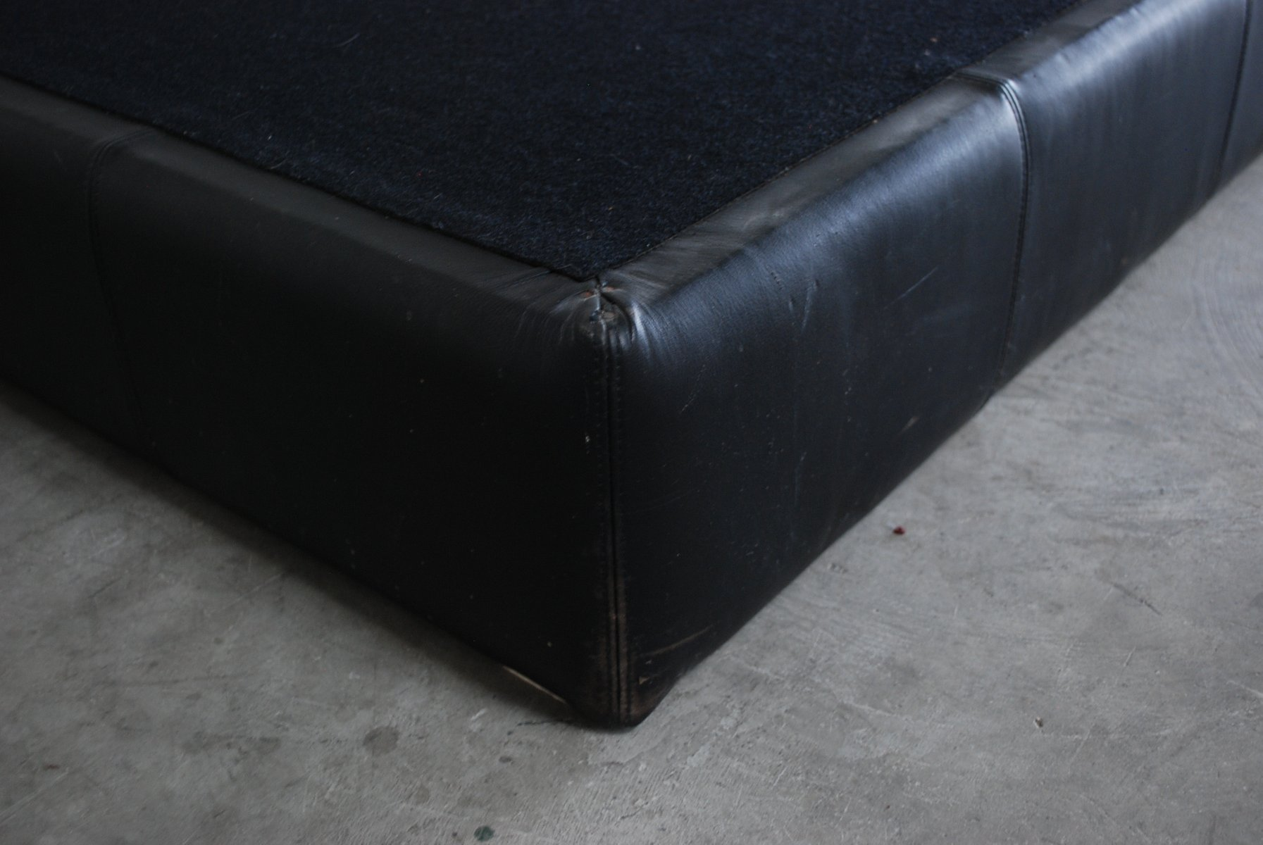 schwarzer vintage ds 88 lederhocker von de sede bei pamono. Black Bedroom Furniture Sets. Home Design Ideas