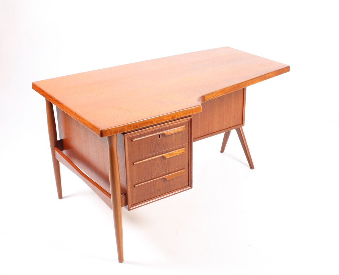 Bureau en teck avec meuble porte battante danemark for Bureau meuble traduction