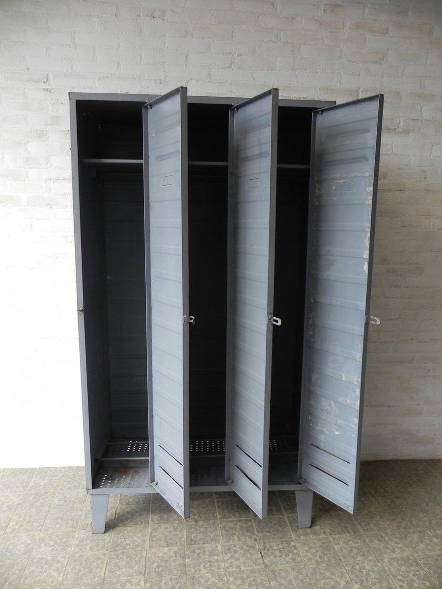 industrieller kleiderschrank 1950er bei pamono kaufen. Black Bedroom Furniture Sets. Home Design Ideas