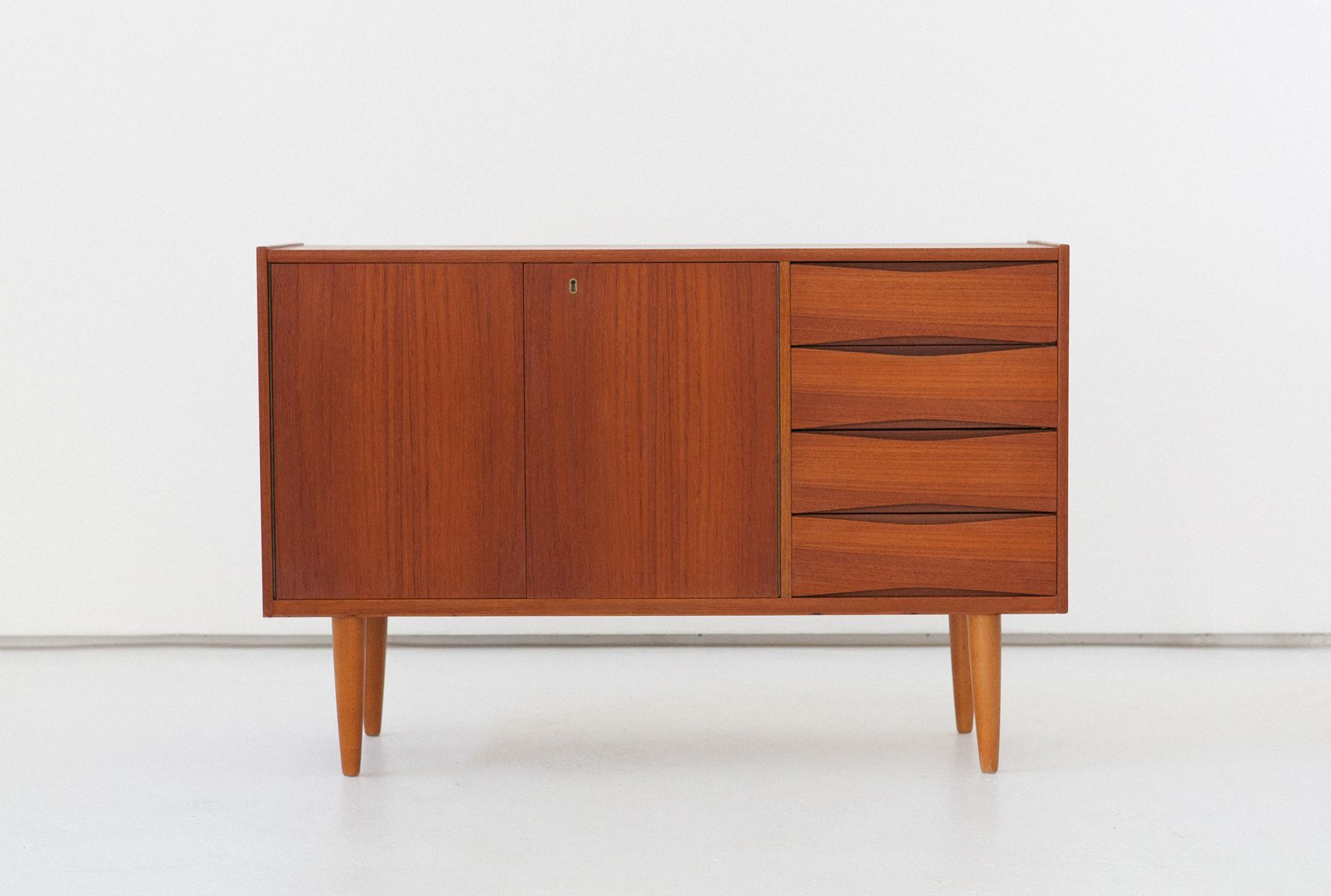 d nisches teak sideboard kommode 1950er 2er set bei. Black Bedroom Furniture Sets. Home Design Ideas
