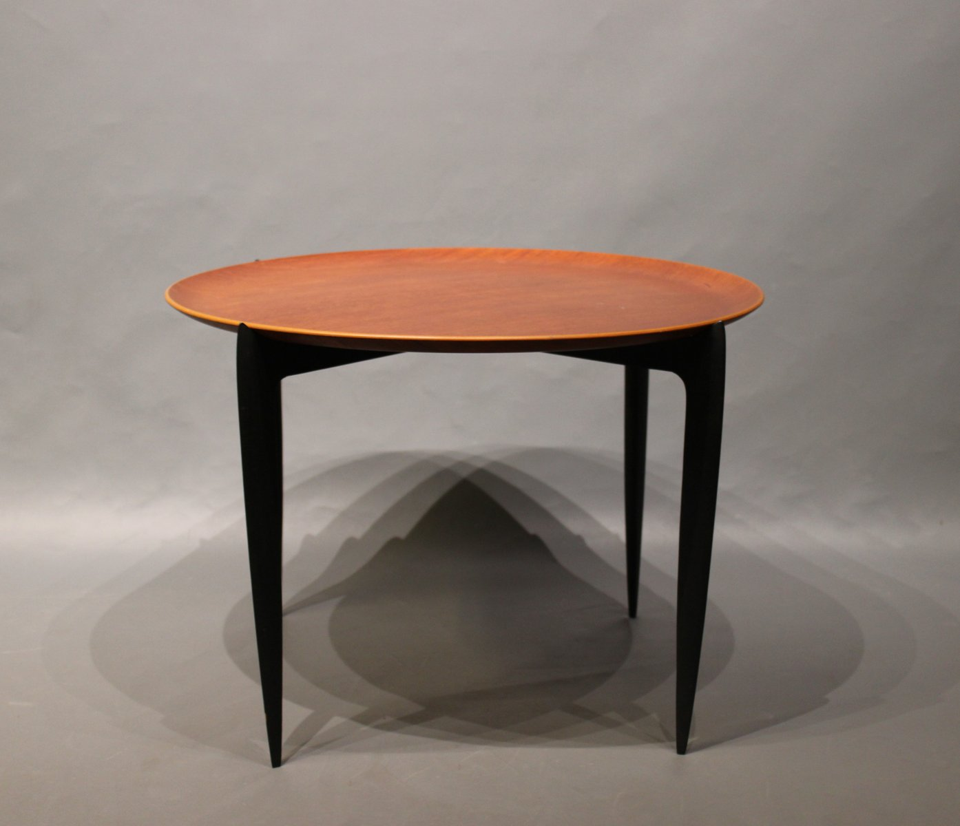 niedriger tisch mit tablett von h engholm svend ge willumsen f r fritz hansen 1970er bei. Black Bedroom Furniture Sets. Home Design Ideas