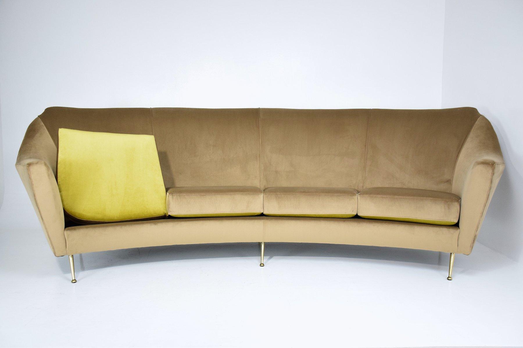 geschwungenes italienisches mid century sofa bei pamono kaufen. Black Bedroom Furniture Sets. Home Design Ideas