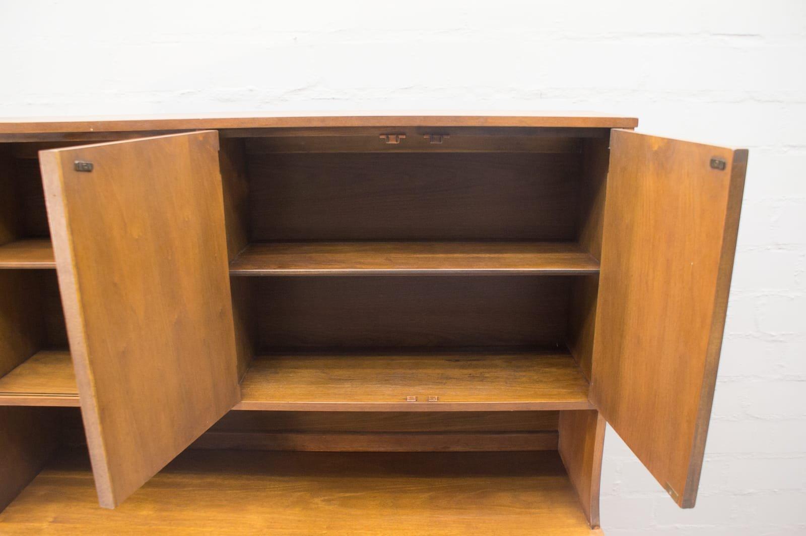 sideboard mit vitrine von broyhill brasilia 1960er bei pamono kaufen. Black Bedroom Furniture Sets. Home Design Ideas