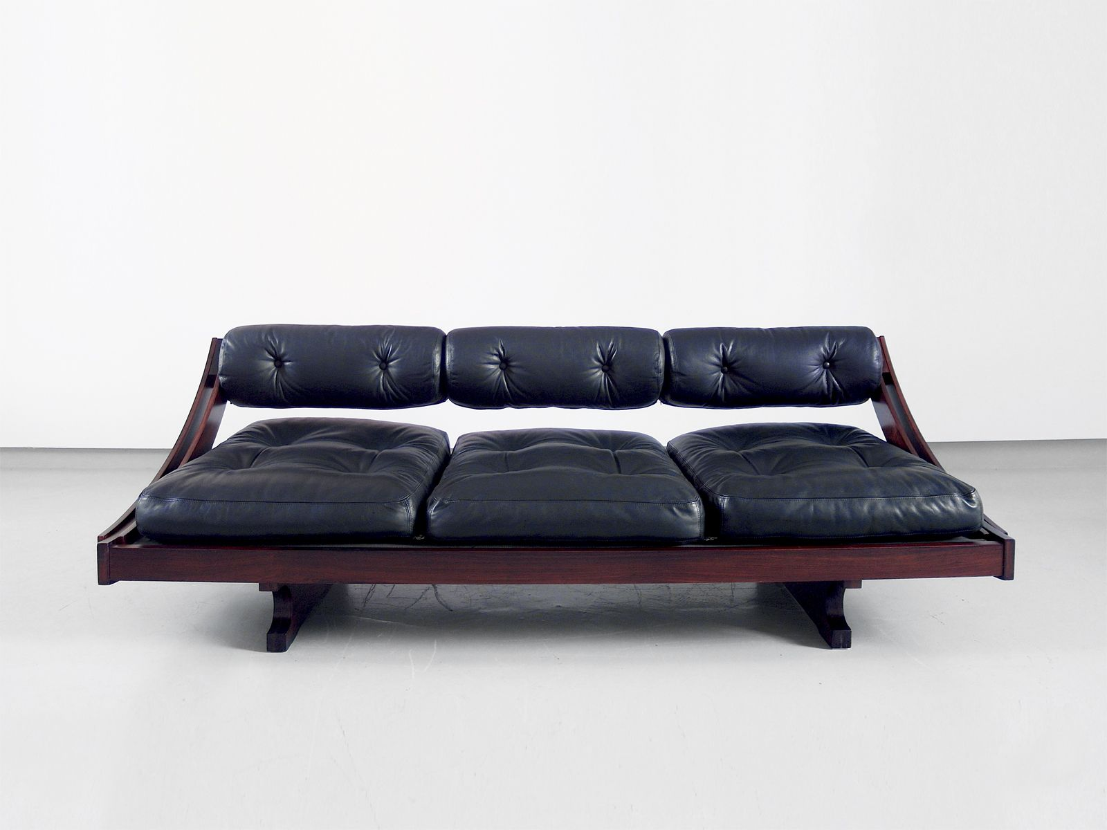 vintage modell gs 195 schlafsofa aus schwarzem leder von. Black Bedroom Furniture Sets. Home Design Ideas
