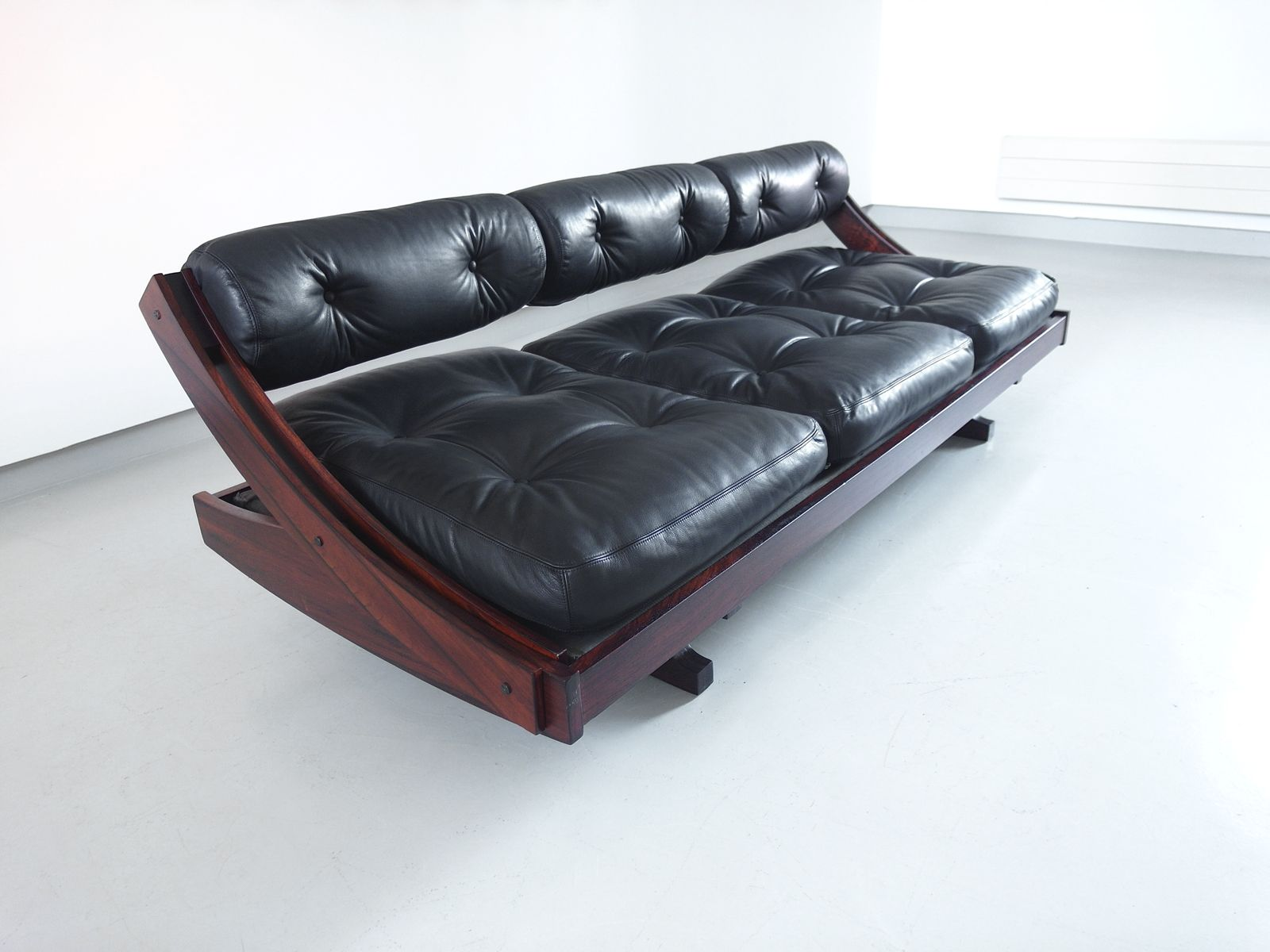 vintage modell gs 195 schlafsofa aus schwarzem leder von gianni songia f r sormani bei pamono kaufen. Black Bedroom Furniture Sets. Home Design Ideas