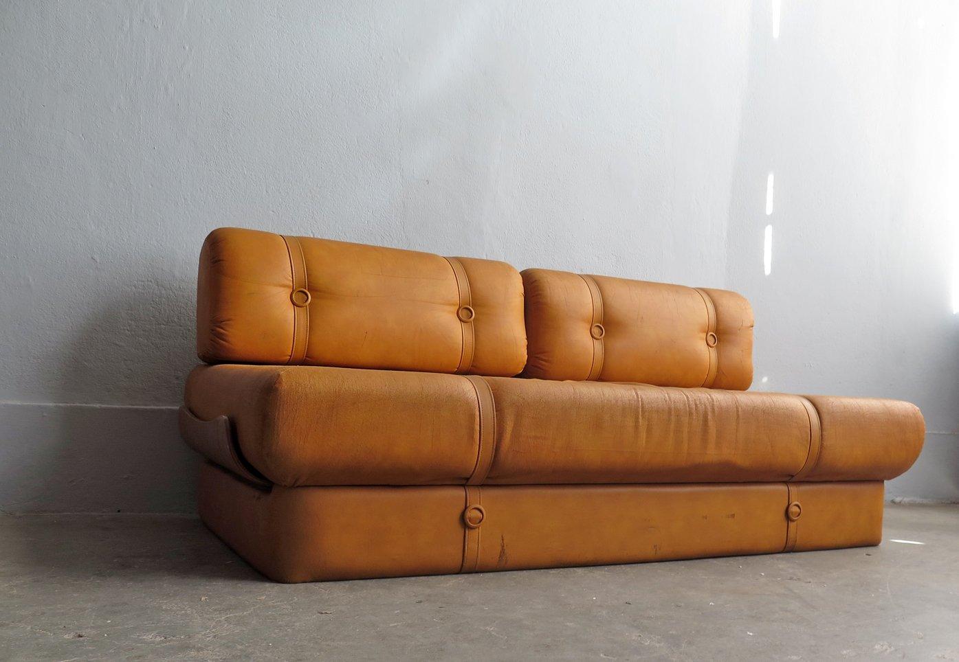 canap lit vintage en faux cuir en vente sur pamono. Black Bedroom Furniture Sets. Home Design Ideas