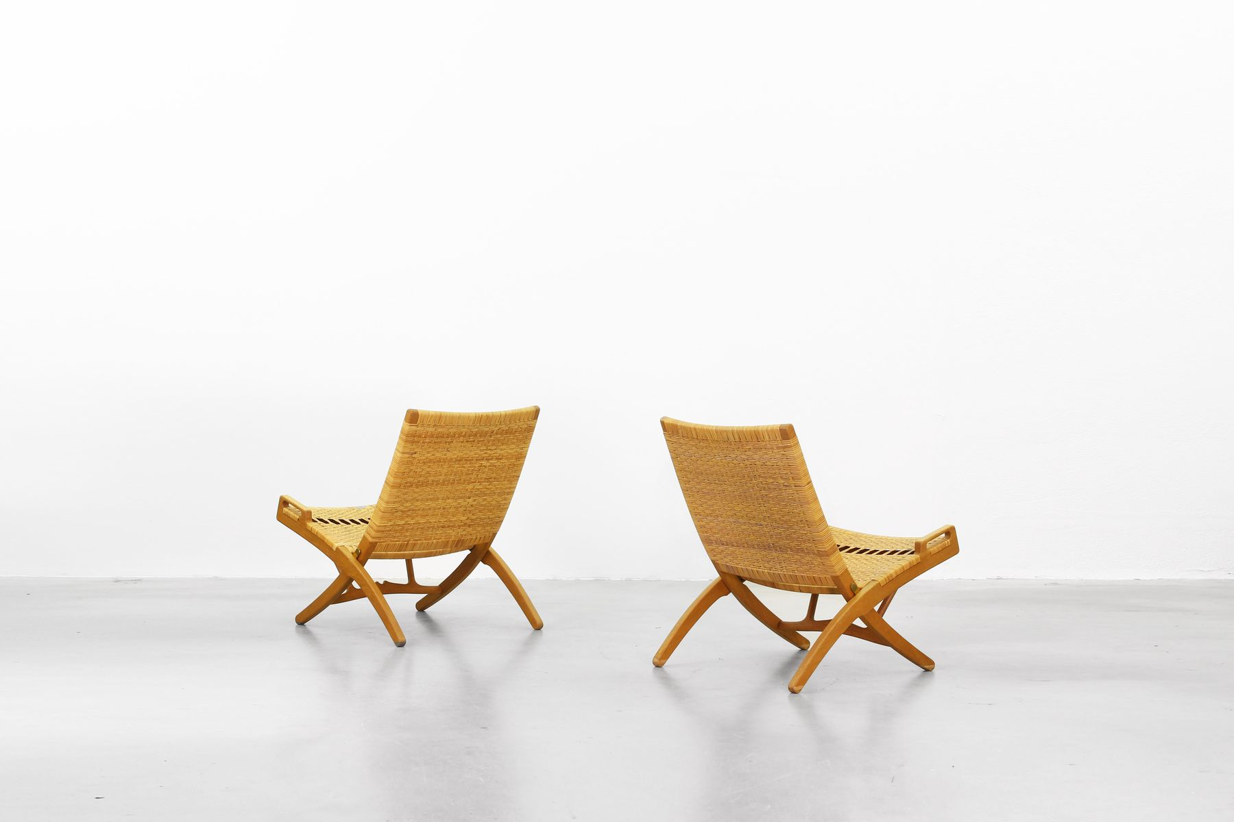 klappbare mid century sessel von hans j wegner f r. Black Bedroom Furniture Sets. Home Design Ideas