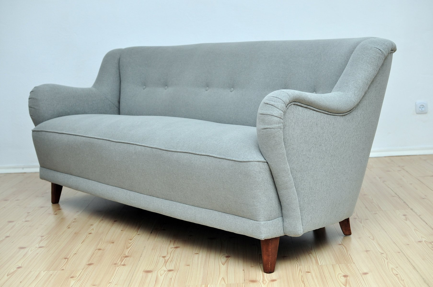 graues sofa 1950er bei pamono kaufen. Black Bedroom Furniture Sets. Home Design Ideas