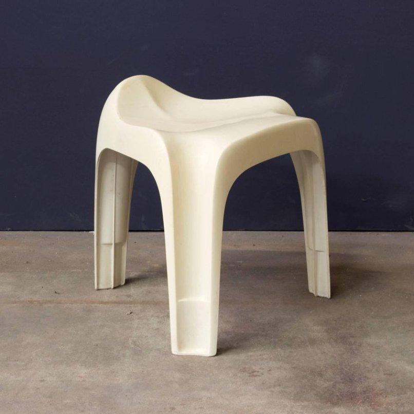 wei er vintage hocker aus kunststoff 1970er bei pamono kaufen. Black Bedroom Furniture Sets. Home Design Ideas