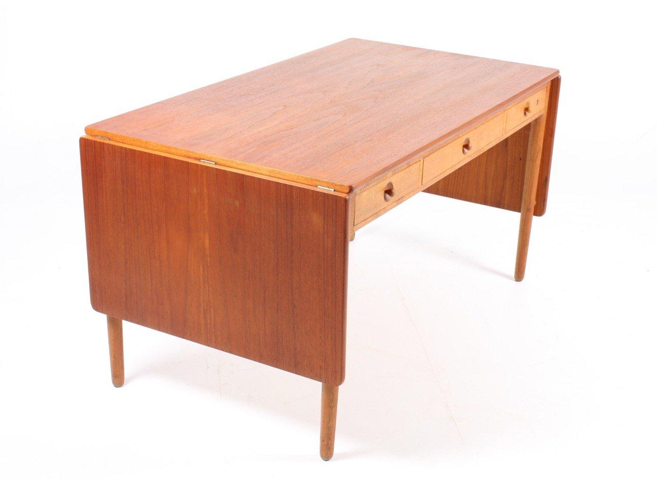 ausklappbarer schreibtisch von hans j rgen wegner f r. Black Bedroom Furniture Sets. Home Design Ideas