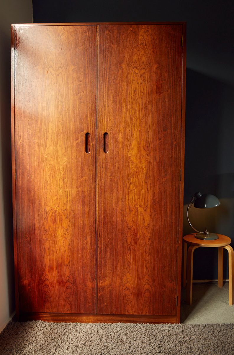 d nischer mid century teak kleiderschrank mit palisander furnier 1960er bei pamono kaufen. Black Bedroom Furniture Sets. Home Design Ideas