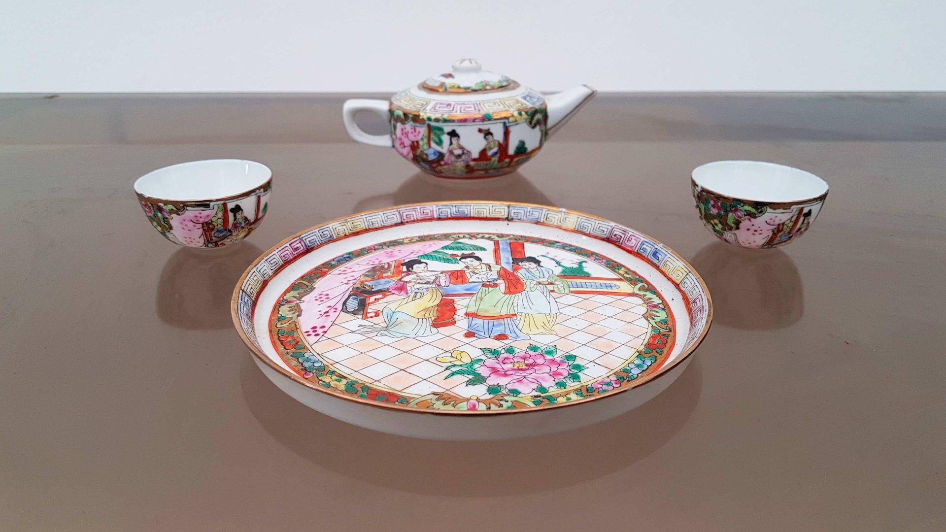 19th Century Chinese Porcelain Tea Set & 19th Century Chinese Porcelain Tea Set for sale at Pamono