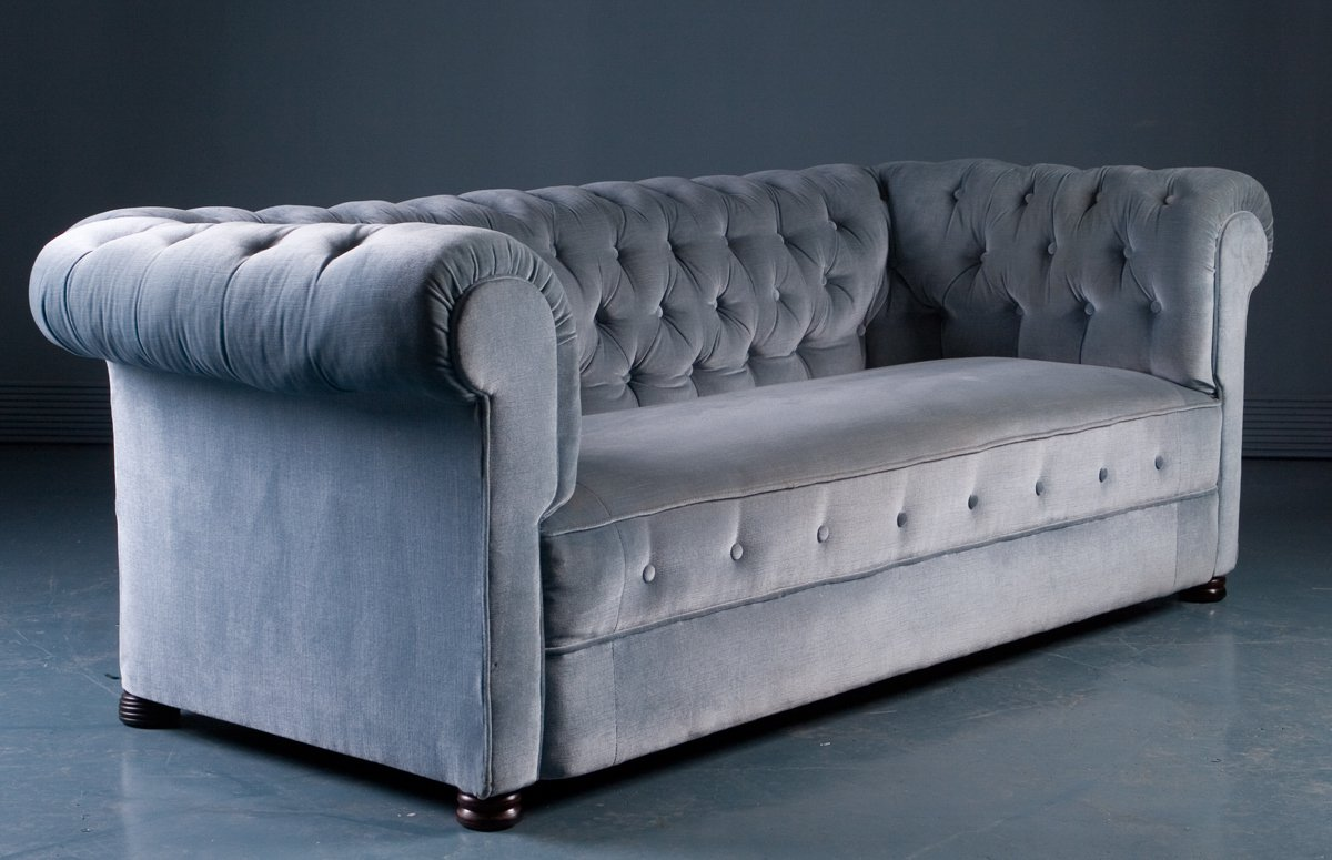 antikes sofa im chesterfield stil in blauem samt 1900er bei pamono kaufen. Black Bedroom Furniture Sets. Home Design Ideas