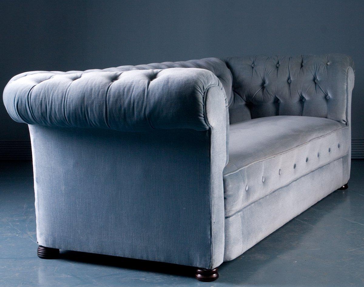 antikes sofa im chesterfield stil in blauem samt 1900er bei pamono kaufen. Black Bedroom Furniture Sets. Home Design Ideas