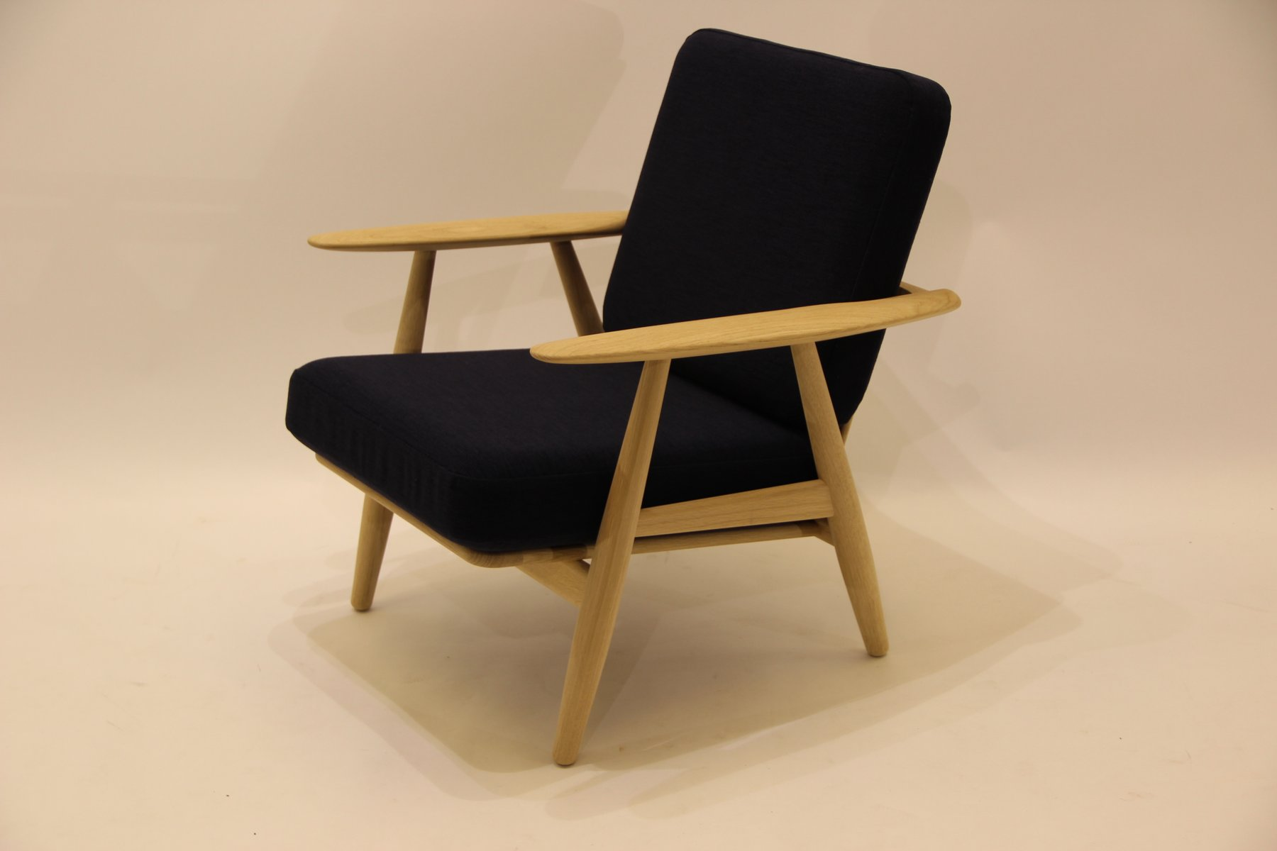 ge240 1 sessel von hans j wegner f r getama 1950er bei. Black Bedroom Furniture Sets. Home Design Ideas