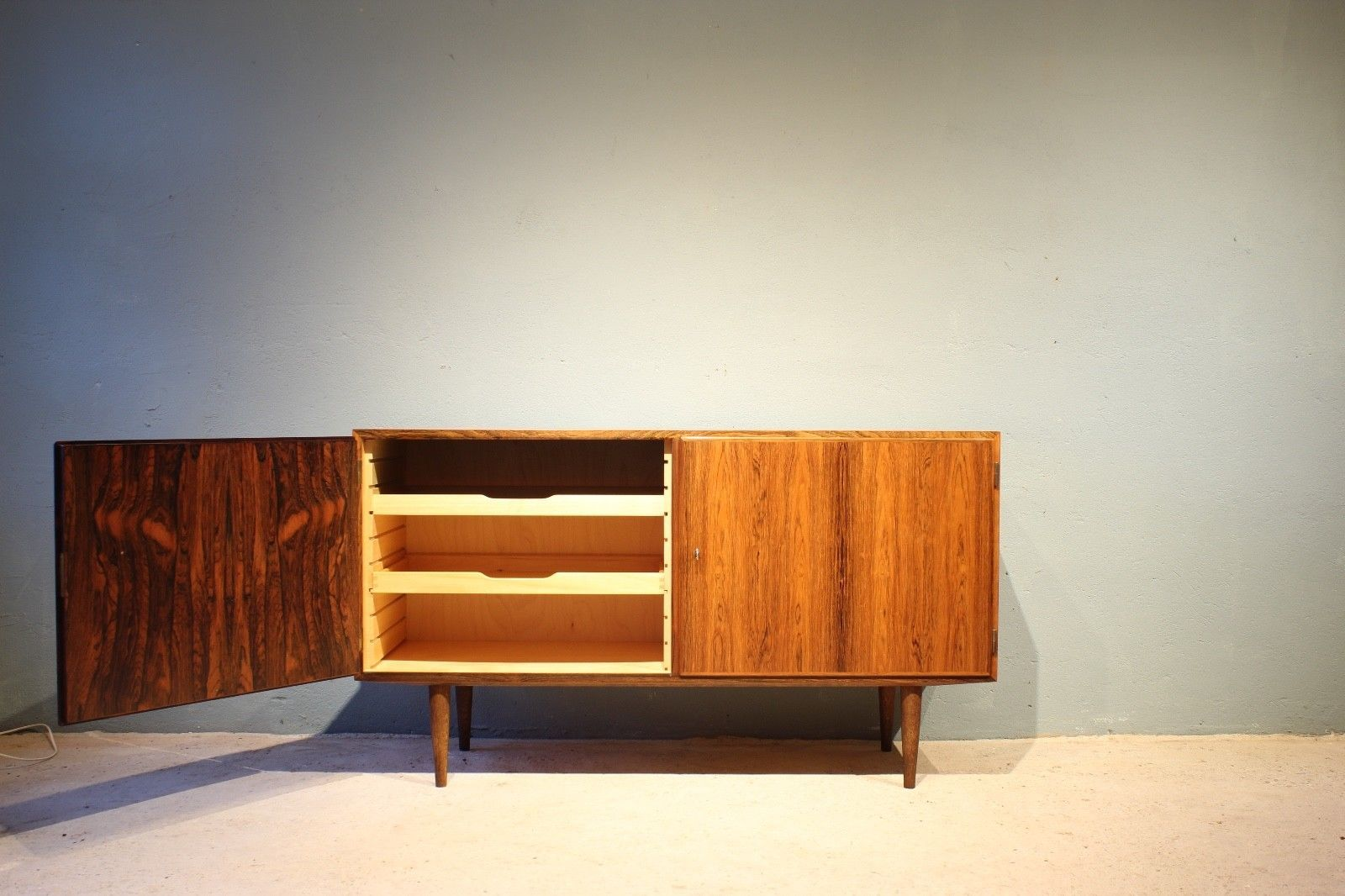 Mid century danish sideboard by poul hundevad for hundevad for Sideboard 1m breit