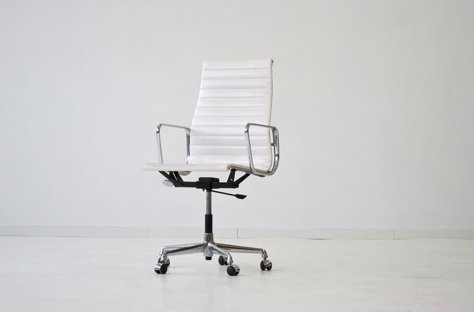Mid Century EA 119 Aluminum fice Chair by Charles & Ray Eames for Vitra for sale at Pamono