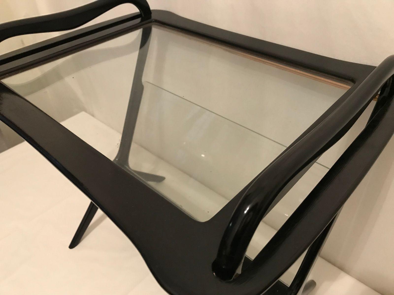 vintage beistelltisch mit zeitungsst nder von cesare lacca. Black Bedroom Furniture Sets. Home Design Ideas