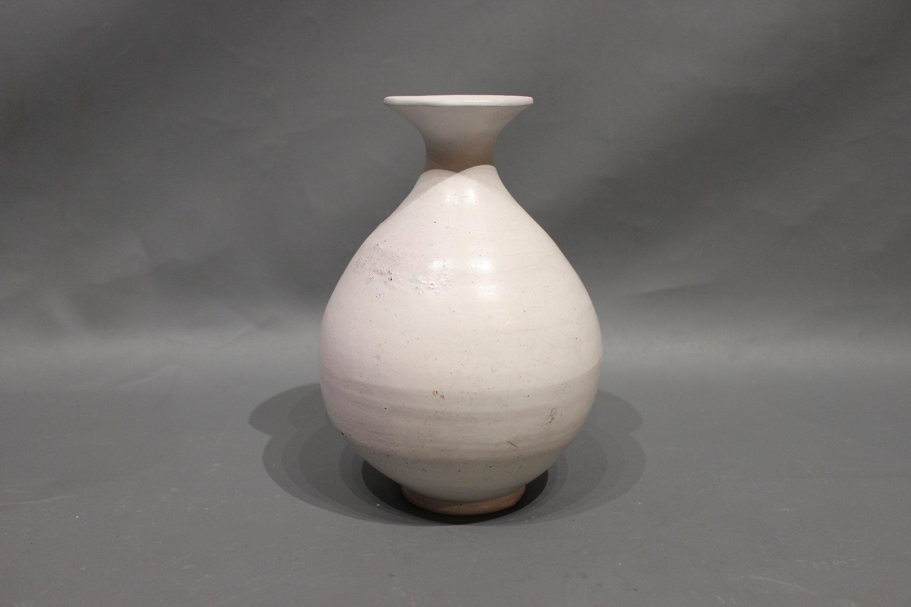 wei e mid century vase von svend hammersh j f r k hler. Black Bedroom Furniture Sets. Home Design Ideas