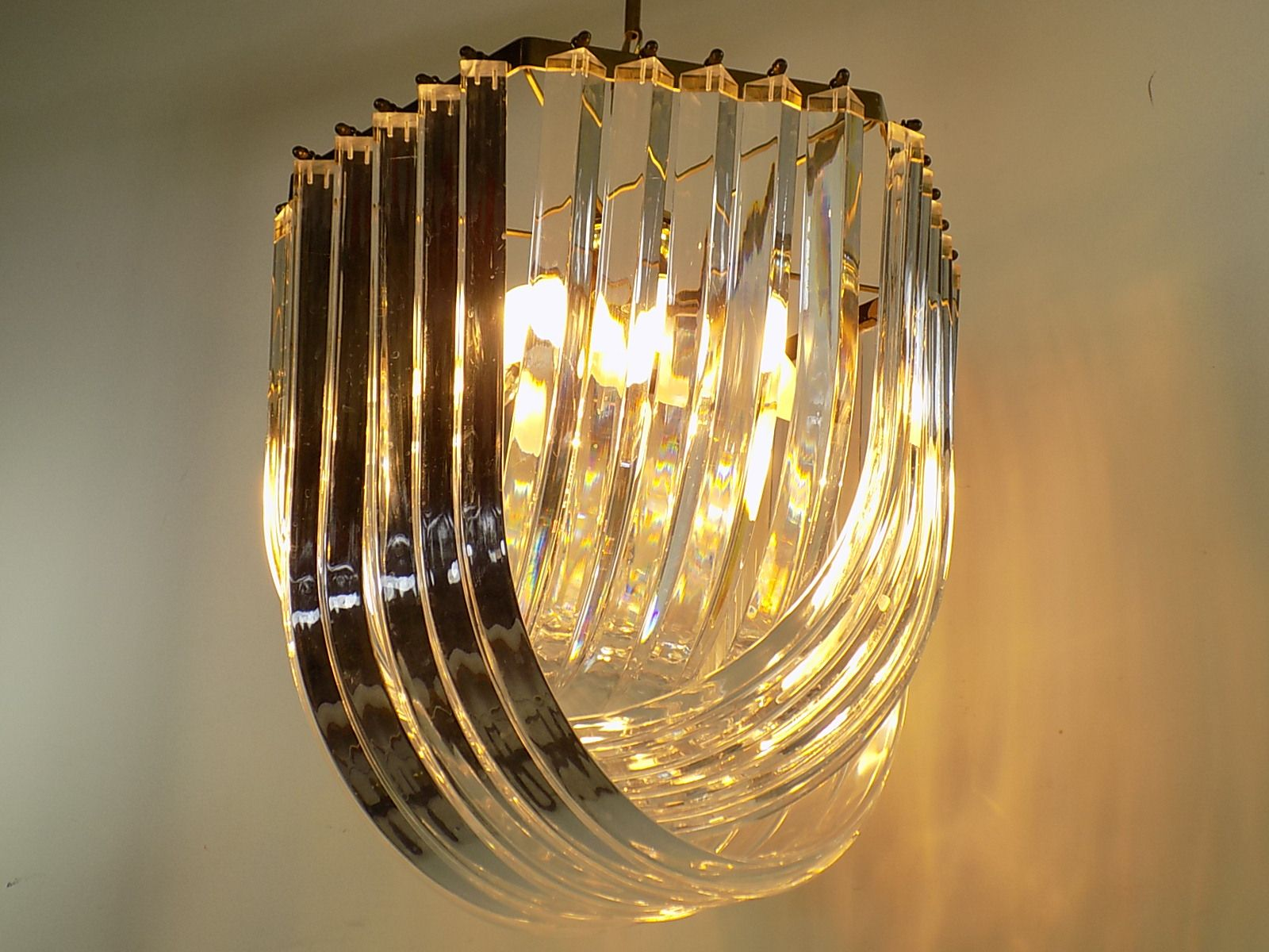 Lucite Ribbon Chandelier 1970s for sale at Pamono