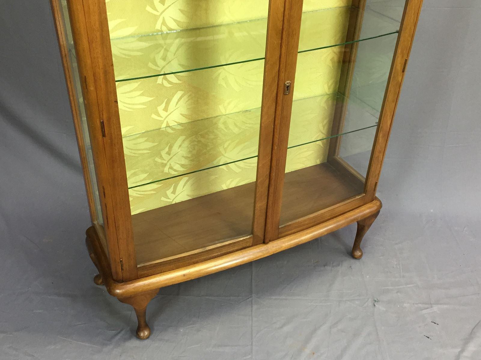 art deco vitrine aus walnussholz bei pamono kaufen. Black Bedroom Furniture Sets. Home Design Ideas