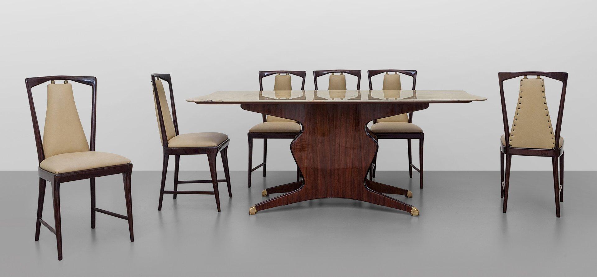 H lzerner esstisch mit tischplatte aus carrara marmor von for Esstisch aus marmor