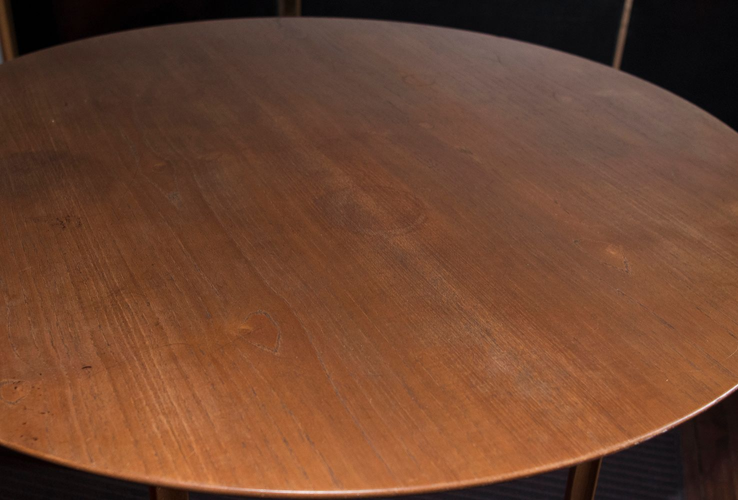grand prix tisch von arne jacobsen f r fritz hansen. Black Bedroom Furniture Sets. Home Design Ideas